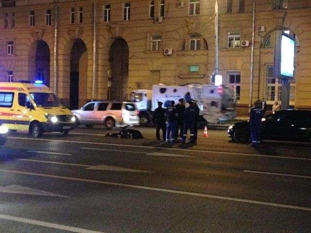 У центрі Москви автомобіль ФСБ смерть збив поліцейського (2 фото + 2 відео)