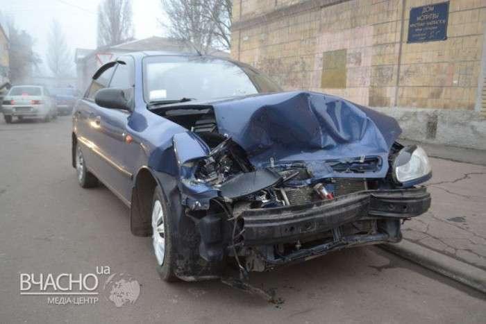 У Ленінградській області автомобіль з трупом у багажнику потрапив у масове ДТП (7 фото + відео)