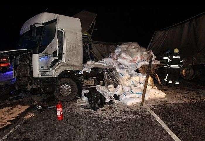 В Естонії потрапив у аварію автобус з росіянами (3 фото)