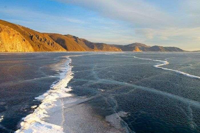 Чарівний байкальський лід (3 фото)
