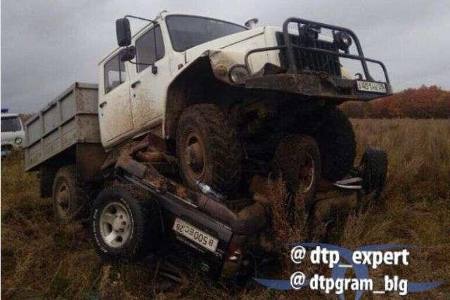 У Приамурї єгер позашляховик протаранив браконьєрів (2 фото)