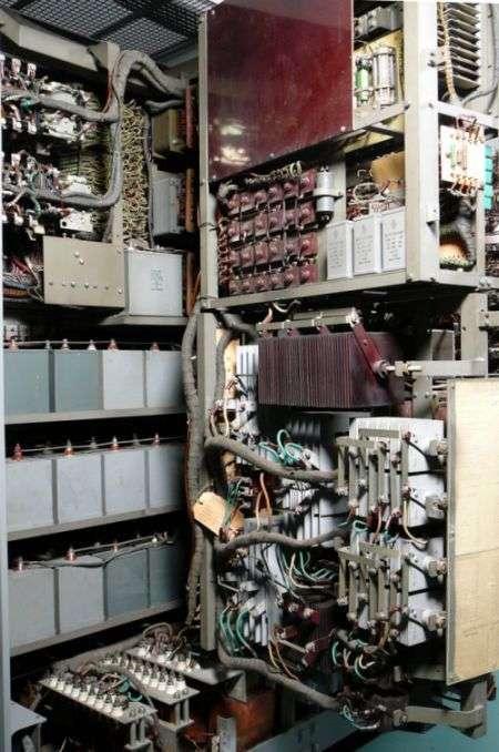 Розєм для підключення периферійного пристрою до компютера 65 років тому (3 фото)