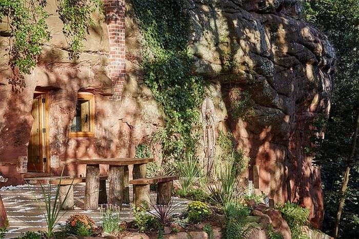 Будинок в печері у Великобританії (7 фото)