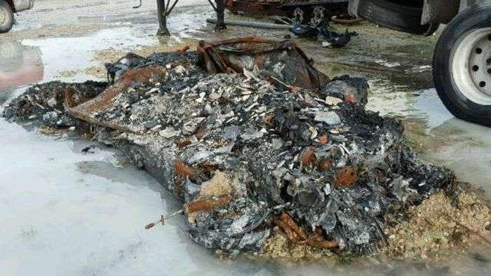 Останки згорілого Chevrolet Corvette виставили на продаж (7 фото)