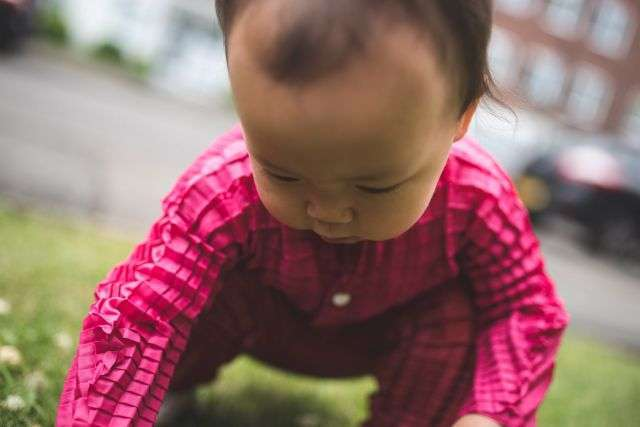 Британський дизайнер розробив одяг, яка «росте» разом з дитиною (9 фото)