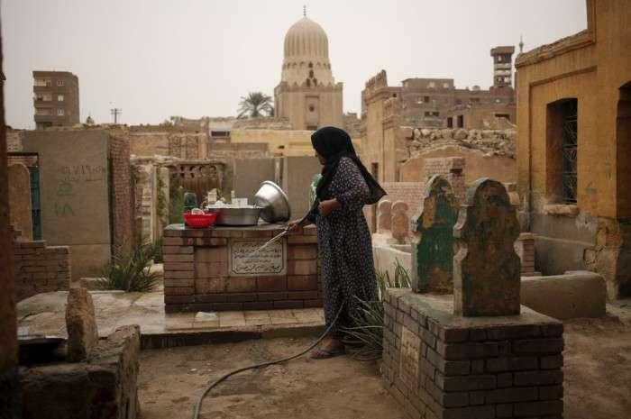 Місто мертвих на околиці Каїра виявився дуже навіть живим (20 фото)