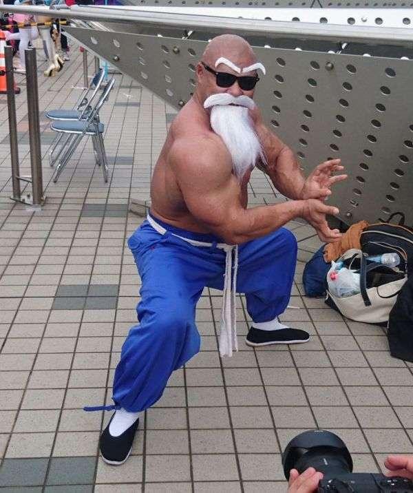 Косплей майстра Роші з манги «Перли дракона» (9 фото)