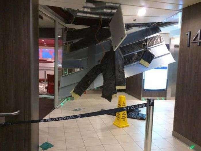 Наслідки зустрічі круїзного лайнера з сильним штормом (20 фото)
