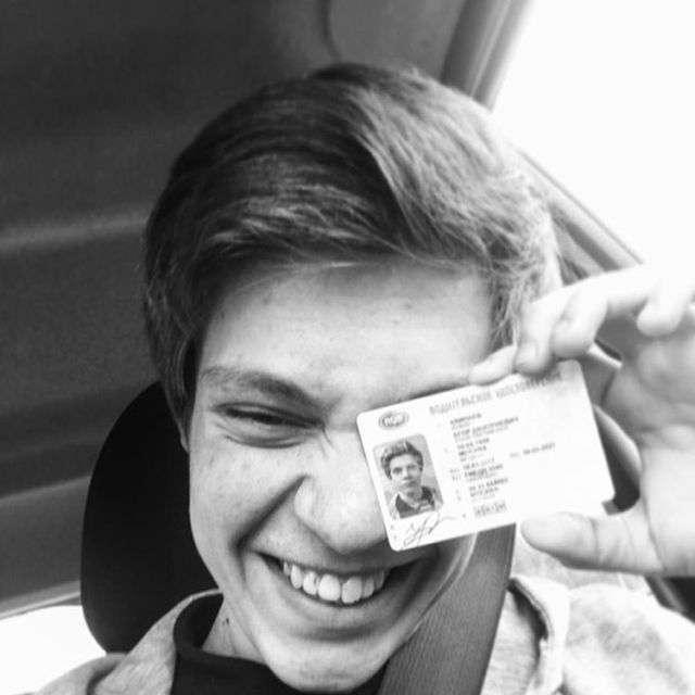У Москві в масовому ДТП загинув актор серіалу «Фізрук» Єгор Клінаев