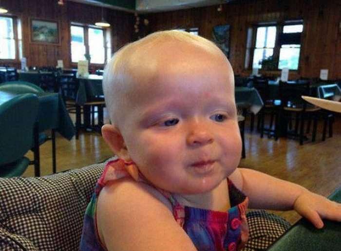 Малюк перший раз в житті спробував карамельний пудинг (5 фото)