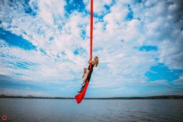 10 гімнасток влаштували ефектну фотосесію з підйомним краном (28 фото)