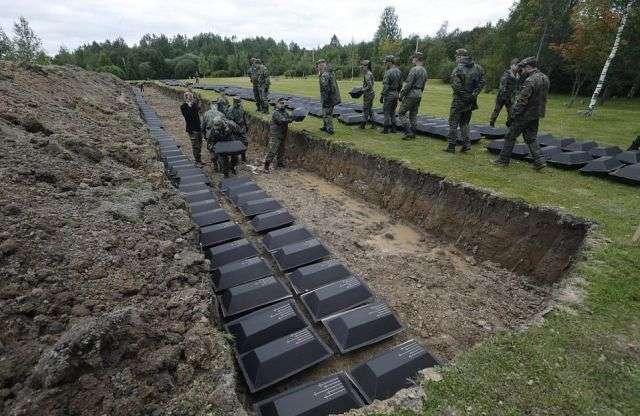 Під Санкт-Петербургом перепоховали останки 1386 німецьких солдатів (7 фото)
