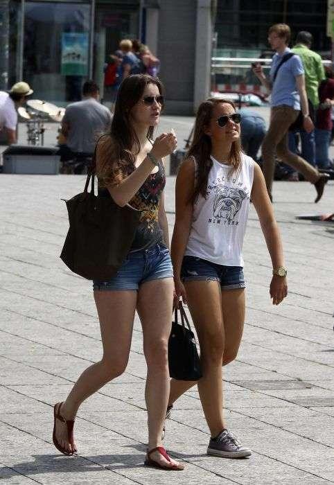 Дівчата, які проходять повз (31 фото)