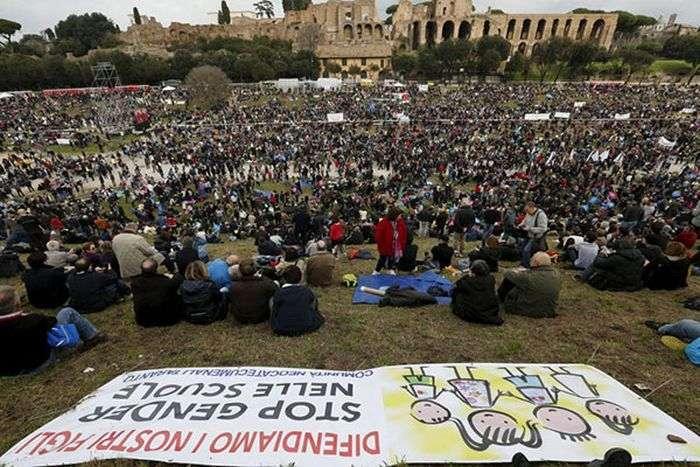 Мітинг противників одностатевих шлюбів в Італії (5 фото)