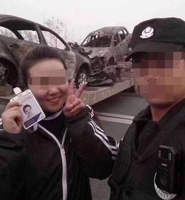 Китайська журналістка позбулася роботи через фото на місці великого ДТП (2 фото)