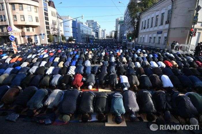 Московські мусульмани святкують Курбан-Байрам (17 фото + відео)