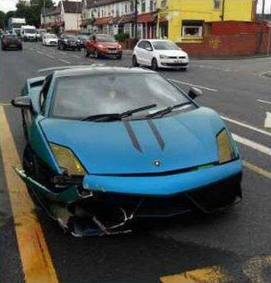 Невідомий влаштував аварію на орендованому Lamborghini (4 фото)
