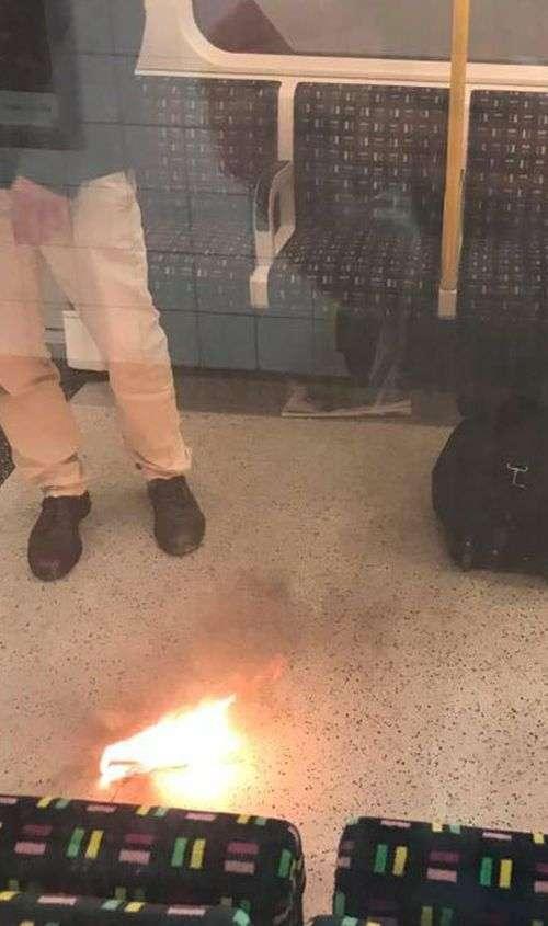 Вибух зарядного пристрою викликав паніку в лондонському метро (2 фото)