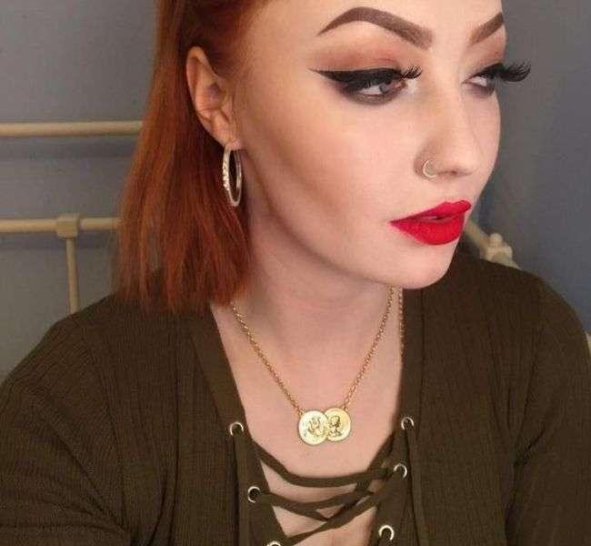 Любителька яскравого макіяжу поділилася своїми природними фото (6 фото)