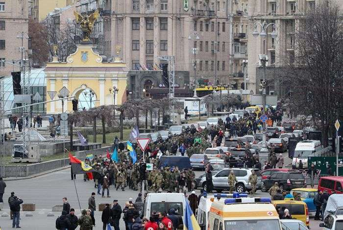 У центрі Києва другу річницю Евромайдана відзначили погромами і заворушеннями (12 фото)