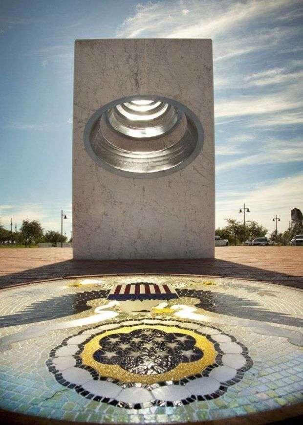 У Смоленську зявився іржавий меморіальний комплекс на честь перемоги у Великій Вітчизняній війні (6 фото)