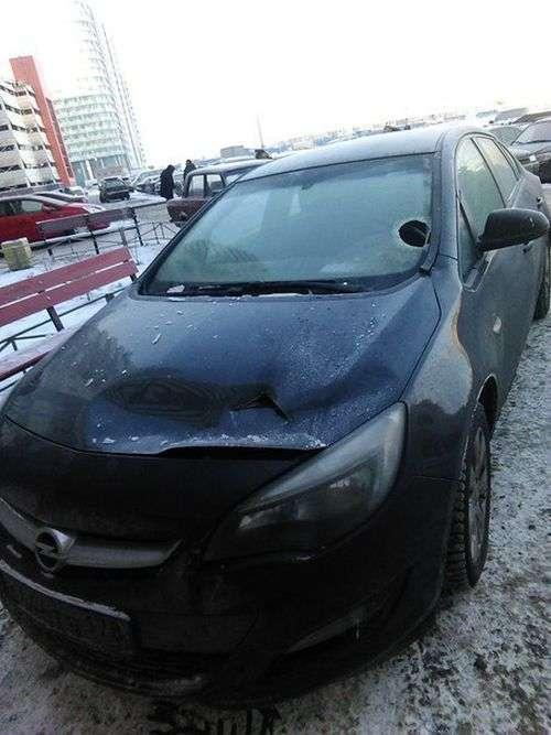 Покарання цеглою за неправильну парковку (3 фото)