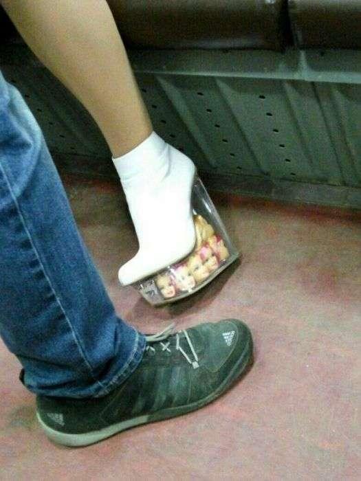 Модні пасажири метро (22 фото)