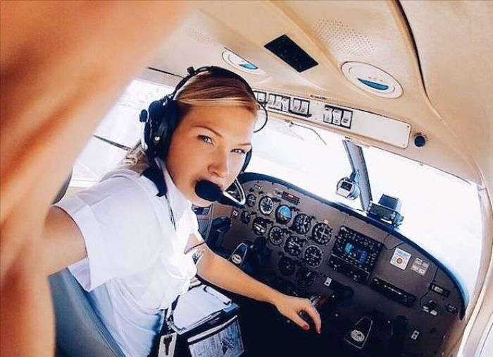 Пілот Мішель Гурис та яскраві фото з її подорожей (23 фото)