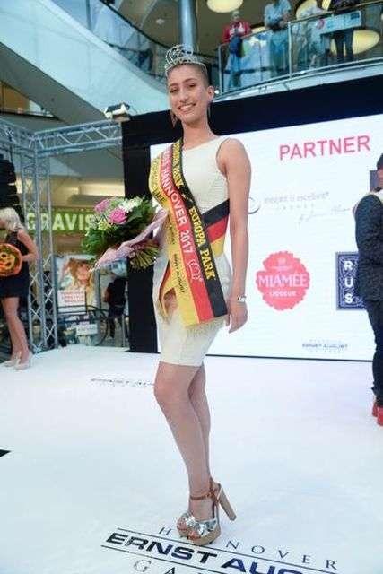 Користувачі мережі засудили переможницю Міс Ганновер-2017 за її стрижку (8 фото)