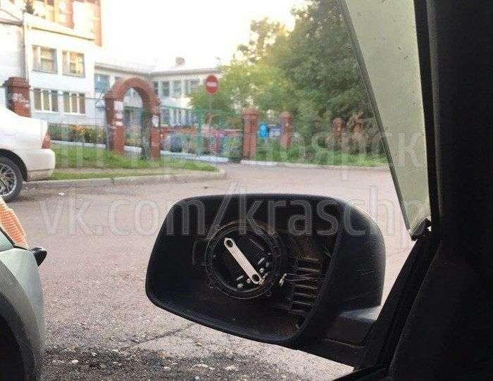 У Красноярке крадуть дзеркала машин, але «не з корисливих спонукань» (2 фото)