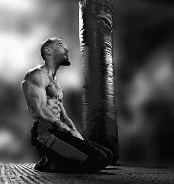 Чоловік схуд на 30 кг і зайнявся ММА, щоб пережити розлучення (7 фото)
