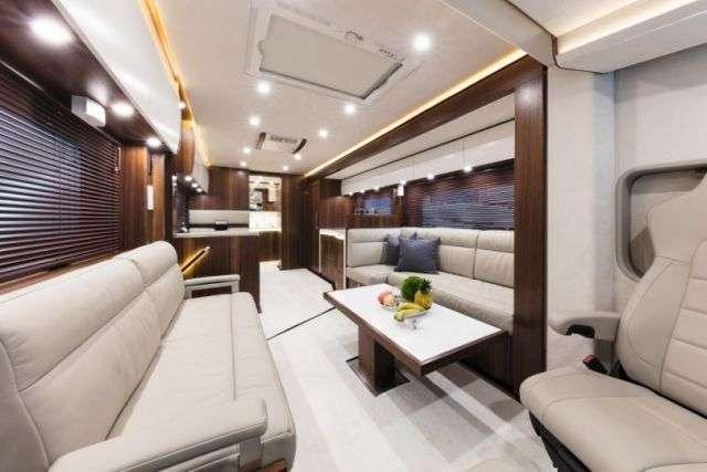 Signature 1200 - будинок на колесах за 1,4 мільйона доларів (11 фото)