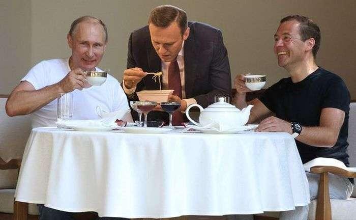 Навальний з локшиною «Доширак» став героєм фотожаб (27 фото)
