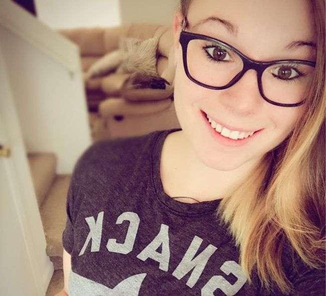 Привабливі дівчата в окулярах (38 фото)