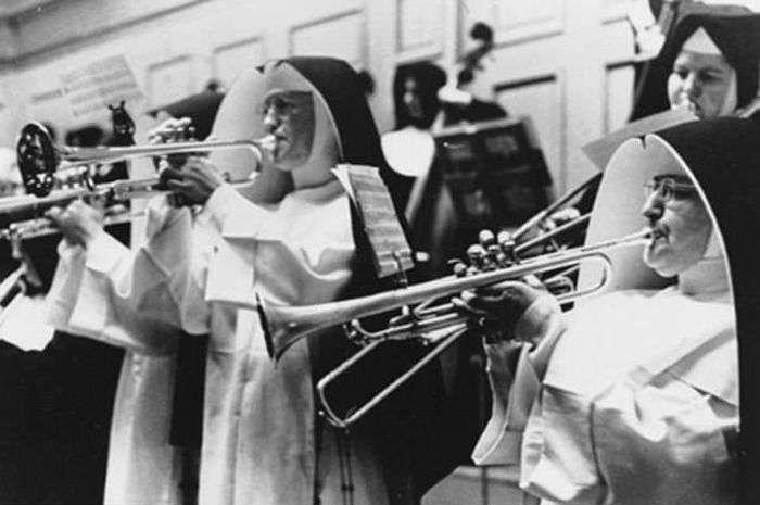 Монахині проводять дозвілля (12 фото)