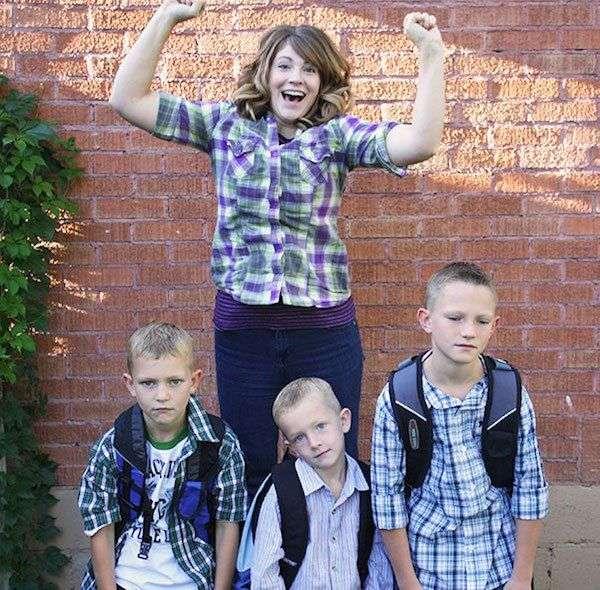 Діти йдуть в школу на радість батькам (22 фото)