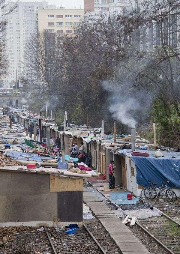 Циганські нетрі на околиці Парижа (16 фото)
