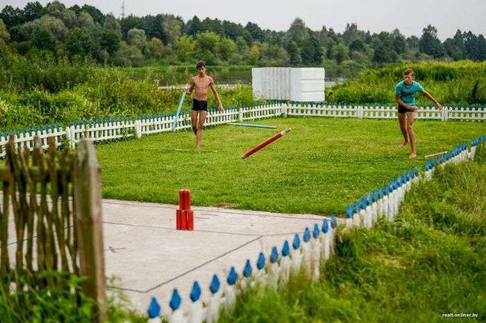 У Білорусії пенсіонера змушують знести побудований їм «сільський аквапарк» (11 фото)