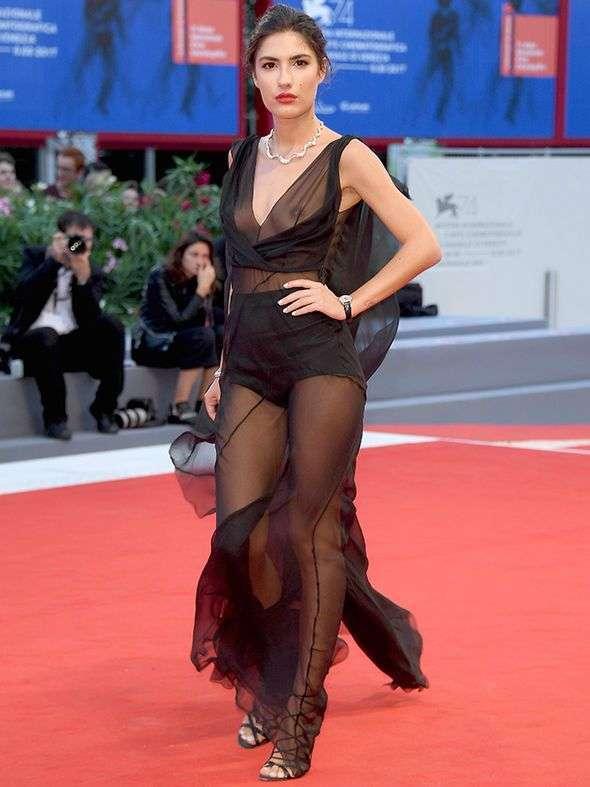 Співачка Патриція Манфилд теж любить прозорі сукні (3 фото)