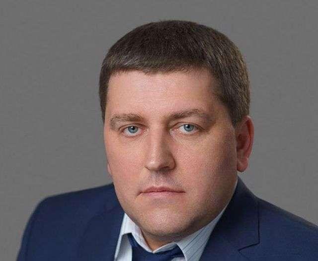 Директор самарського філії «Пошти Росії» змушував підлеглих будувати йому дачу (5 фото + відео)