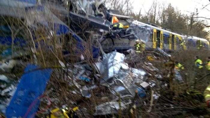 У Німеччині зіткнулися два пасажирські потяги