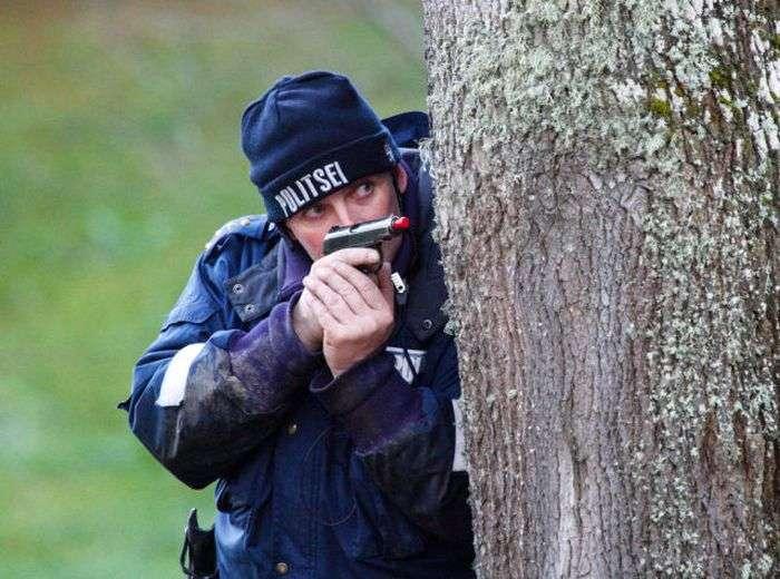 Молодий пітерський поліцейський підкорив серця дівчат (12 фото)