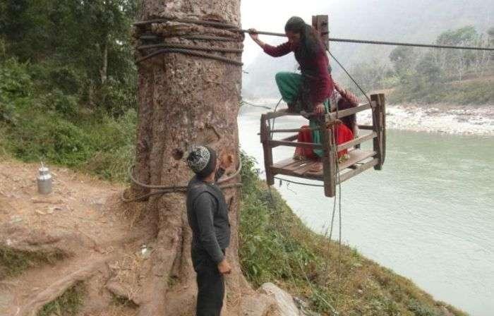 Непальські школярі стали мимовільними екстремалами (8 фото)