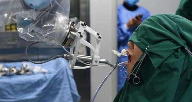 У Китаї робот-стоматолог самостійно провів операцію (4 фото + відео)