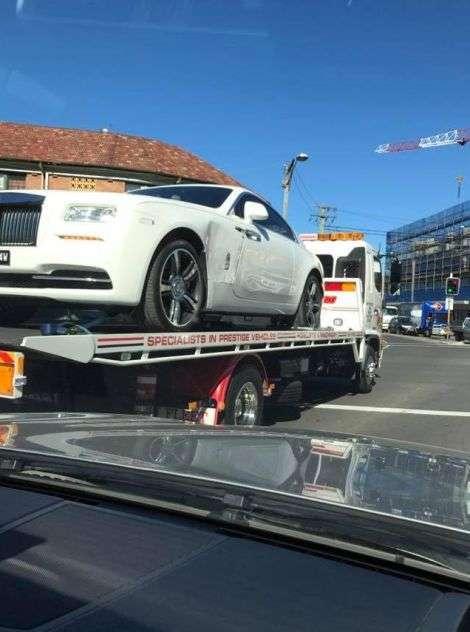 Багатий - не значить розумний: клітка для Rolls-Royce не допомогла (2 фото)