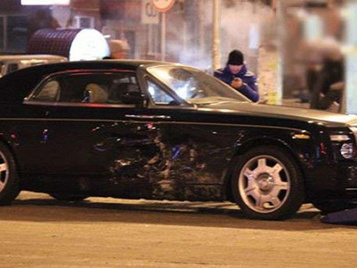 У Челябінську ВАЗ врізався в Rolls-Royce Phantom вартістю 20 мільйонів рублів (6 фото + відео)