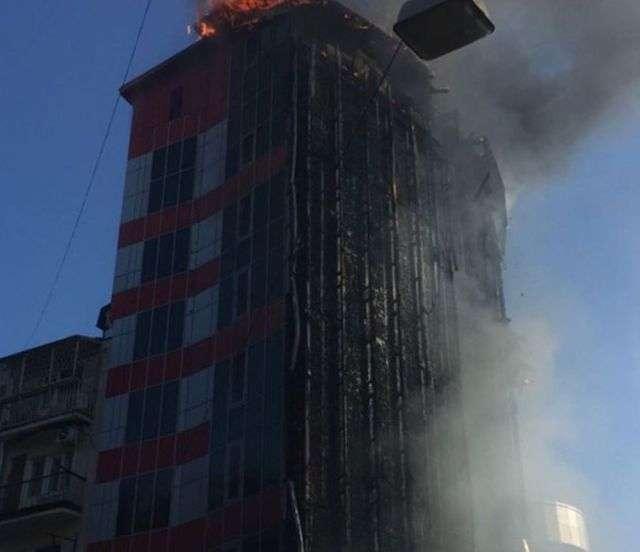 Пожежа в 10-поверхового готелю в центрі Ростова-на-Дону (10 фото + відео)