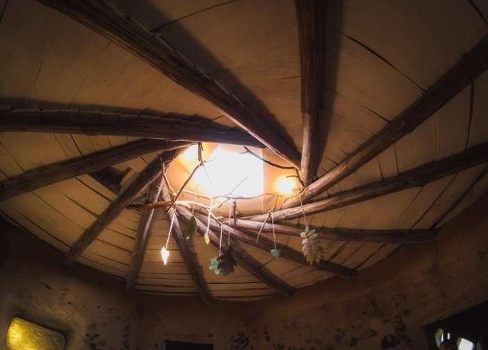 Хлопець з Білорусі своїми руками побудував еко-будинок (10 фото)