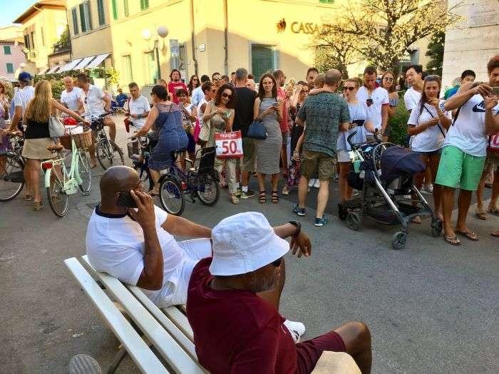 Користувачі мережі взяли Семюеля Джексона і баскетболіста Мэджика Джонсона за мігрантів (3 фото)