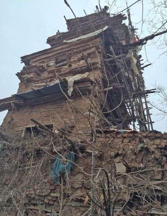 У Китаї психічнохворий чоловік побудував 7-поверхову вежу (4 фото)